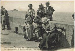 CPA - 29 - DOUARNENEZ - Jeunes Filles - Moeurs Et Costumes Bretons - - Douarnenez