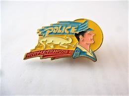 PINS POLICE VITRY LE FRANCOIS 51 MARNE / 33NAT - Police
