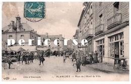 22  Plancoët  Place De L'Hôtel De Ville  Un Jour De Marché - Plancoët