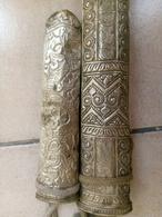 Paire De Poignards Mongolo Tibetains Fourreaux En Metal Argenté - Asian Art