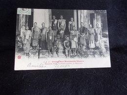 Cambodge . Angkor - Wat. Voyage Aux Monuments Kmers .Les Bonzes Gardiens Du Monument .Voir 2 Scans . - Cambodge