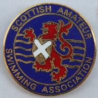 SCOTTISH AMATEUR SWIMMING ASSOCIATION - LION - FLAG - DRAPEAU - ASSOCIATION ECOSSAISE DE NATATION AMATEUR  -  (ROSE) - Swimming