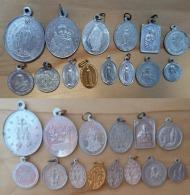 Med-3364 Lot De 14 Médailles Anciennes La Majorité En Alu - Religion & Esotericism