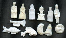 """FEVE - """"ANCIENNE"""" - """"LOT DE 12 FEVES ANCIENNES PLASTIQUE DIFFERENTES """" - LUNE DOS PLAT CLOCHE POISSON (2) - Anciennes"""