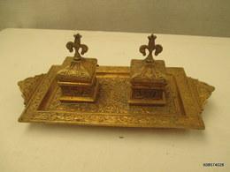Tres Bel  Encrier En Bronze Doré   Signé  J C L 56  Long De 28 Cm  Sur 12 Cm Complet  Tres Bon Etat - Popular Art