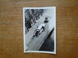 Ancienne Photo Assez Rare  Personnages à Côté De Leurs Voiture  ( Photo 12,5 Cm X 9 Cm ) Départ De Dijon à Valencienne - Auto's