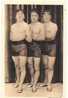 Artistes De Cirque Ou Cabaret - LES OLYMP'S  Mrs.MONTAVON,MANCINI,GUYON  3 Gymnastes Ou Acrobates - Phot LUC BOILLON - Circo
