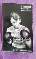 PHOTO BOXE DEDICACEE : GUERRIER G., Professionnel (Caen). Professeur Raymond Bernard. Studio Crevier. - Boxing