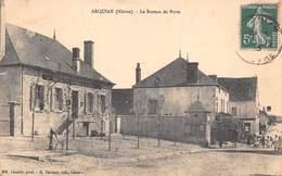 58 - Arquian - Le Bureau De Poste - Other Municipalities