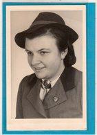 AK Photokarte Frau Brosche Parteiabzeichen - Erinnerung Rad-Lager 1/303 24.3.,1945 ! - Guerra 1939-45