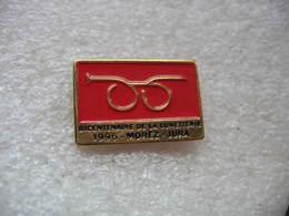 Pin's Du Bicentenaire De La Lunetterie 1996 à MOREZ Dans Le JURA - Badges