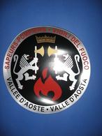 Adesivo Per PORTONE O AUTOMEZZO -VIGILI Del FUOCO VALLE D'AOSTA, Diametro Cm. 30.      Vedi Descrizione - Pompieri