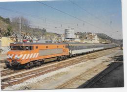 Portugal - Sud-Express Paris-Lisboa Atravessando Santarém Em 12 De Abril De 1986. - Stations With Trains