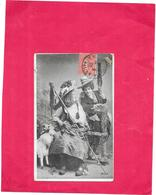 CPA FANTAISIE  - Couple De Femmes En Tenue Traditionnelle - SAL** - - Frauen