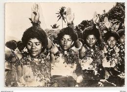 Océanie. Iles Fidji. Dans La Joie De La Fête Vakamaloio, Danse Assise. Carte Inédite (GF180) - Fidji