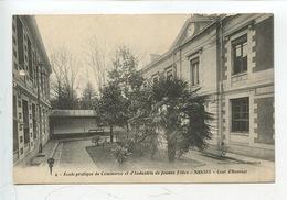 Nantes : Ecole Pratique De Commerce Et Dindustrie De Jeunes Filles - La Cour D'honneur (n°4 - Nantes