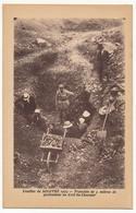 CPA - SOLUTRÉ (Saône Et Loire) - Fouilles De Solutré 1925 - Tranchée De 5m De Profondeur Au Cret Du Charnier - France