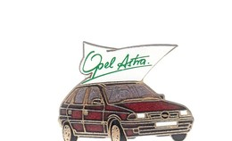Pin's - VOITURE ROUGE - OPEL ASTRA - Opel