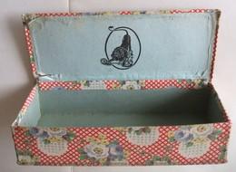 Ancienne Boîte En Carton LION NOIR Cirage Crème Recouverte De Tissu Imprimé De Fleurs - Boxes