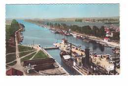 14 Ouistreham Riva Bella Ecluse Et Canal Bateau à Vapeur CPSM PF - Ouistreham