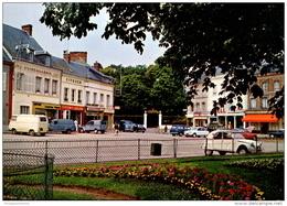 27 - Breteuil Sur Iton : Place Laffitte Et La Colonie Scolaire - Voitures (Citroën 2CV, DS, Ami 6...) - Breteuil