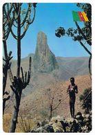1 AK Kamerun Cameroun * Junges Mädchen In Der Landschaft Von Kapsiki Im Norden Von Kamerun - IRIS Karte * - Camerún