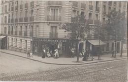 CPA PHOTO 75 PARIS XIII Angle Rue Du Dessous Des Berges / 32 Rue De Tolbiac Boulangerie CHARCOSSET A La Gerbe D'Or Rare - District 13