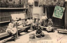 ALGERIE - SCENES ET TYPES - TISSAGE DU TAPIS - Scènes & Types