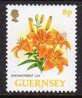 GUERNSEY - 1992-1997 DEFINITIVE FLOWERS 1993 8p STAMP FINE MNH ** SG 569 - Guernsey