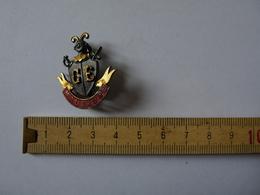 Insigne Décoration Broche  Argent Blason écu Chevalier épée  CE Maubeuge - Badges & Ribbons