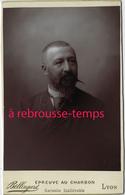 Très Beau Cliché Au Charbon-grand CDV-(CAB) Homme Couple 2 -photo Bellingard Lyon-bel état - Anciennes (Av. 1900)