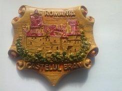 MAGNET - Souvenir  From  ROMANIA   Castle BRAN-Dracula Castle (7 X6x0.5 Cm-46 G) - Tourism