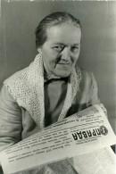 URSS Moscou Fabrication Du Journal La Pravda Typographe Et Lectrice Ancienne Photo 1947 - Photographs