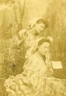 France La Lettre Etude 2 Femmes Décor Champetre Ancienne Photo CDV 1870' - Photographs