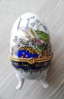 Oeuf En Porcelaine Décor Paons Fermeture Fleur  D'autres Sur Le Site (prix Dégressif) - Eggs