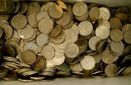 1 Kilo (more Or Less 55 Coins) Of Portuguese Commemorative 100 And 200 Escudos (mix) Common Dates - Monnaies & Billets