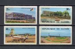 GUINEE N° 247 à 250  NEUFS SANS CHARNIERE COTE 3.00€  STADE AEROPORT HOTEL - Guinée (1958-...)