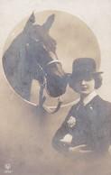 AK Frau Und Pferd - Künstlerkarte - Feldpost Passau 1917 (34352) - Frauen