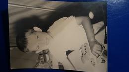 PHOTO 22,5 X 17.5 CM ENFANT JOUANT AVEC DES JOUETS CITROEN DS PEUGEOT 403 TRACTEUR  MENTON 1958 - Voitures