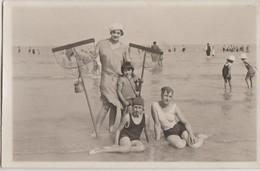 CPA PHOTO 76 SAINT VALERY EN CAUX Plage Groupe Souvenir Maillots De Bain Maman Et Enfants Pêche Aux Crevettes Août 1930 - Saint Valery En Caux