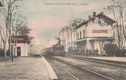 SAINT QUENTIN-FALLAVIER - LE TRAIN ARRIVE EN GARE - BELLE CARTE COLORISEE - ANIMATION SUR LE QUAI - - France