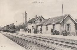 SAINT LYE - LE TRAIN ARRIVE EN GARE - BELLE CARTE - ANIMATION SUR LE QUAI - - France