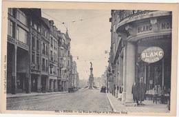 51 - REIMS - La Rue De L'Etape Et La Fontaine Subé / Magasins / Voitures / 1910 - 1920 - Reims