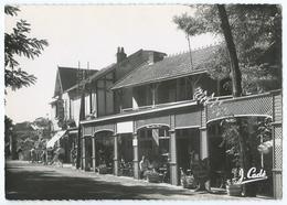 8 - SAINT-BREVIN-L'OCEAN (44) - La Rue De La Poste - Commerces - Animée -CPSM N&B -Scan Recto-Verso - Saint-Brevin-l'Océan
