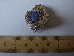 Insigne Décoration Broche Ancienne  émaillée Blason FGSPF MONTARGIS Laurier Patronage Militaire - Army & War