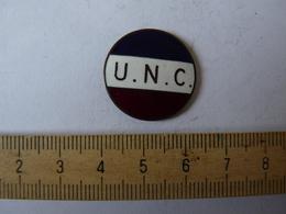Insigne Décoration Broche Ancienne  émaillée U N C Tricolore    Manque Attache - Army & War