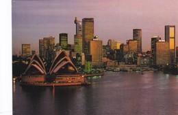 Postcard Sydney's Famous Opera House And Skyline [ Sydney ] My Ref  B22550 - Sydney