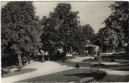 Mondorf-les-Bains Le Parc (boisé Et Animé, 2 Scans) - Mondorf-les-Bains