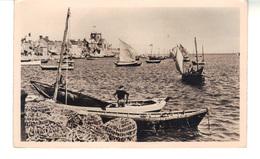 CPSM -   La Normandie Pittoresque  - Barfleur (Manche). Vue Générale Du Port - Barfleur