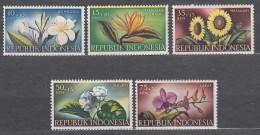Indonesia 1957 Flowers Mi#205-209 Mint Never Hinged - Indonésie
